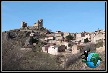 Empezamos la ruta, y a nuestras espaldas Pelegrina y su Castillo derruido.