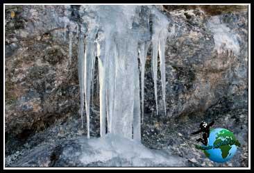 El agua está congelada. Camino del Río Dulce.