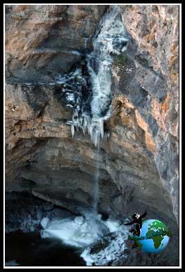 Cascada helada en el Cañón del Río Dulce.