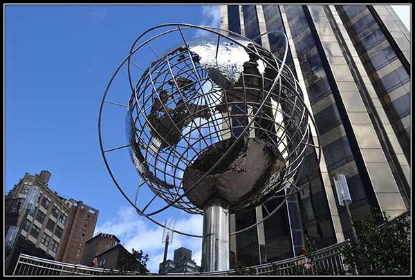 Bola del Mundo en Columbus Circle