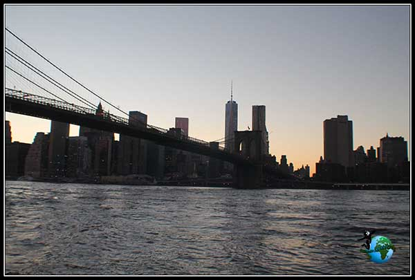 Cae la noche sobre Manhattan. Brooklyn Bridge Park