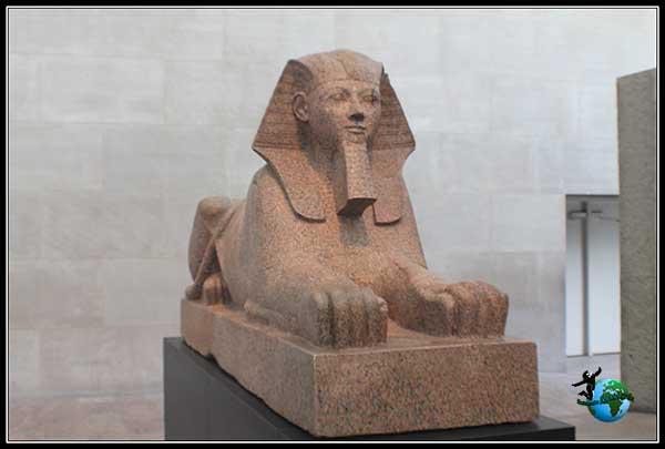 Esfinge dentro del Metropolitan Museum en New York