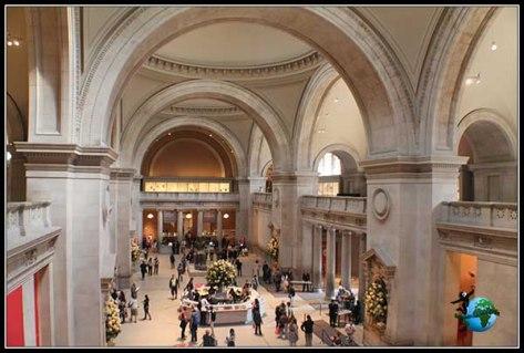 Entrada al Metropolitan Museum desde uno de los laterales