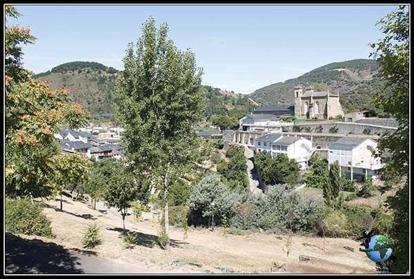Las vistas que tenemos si nos alejamos un poquito del pueblo por donde pasa El Camino de Santiago