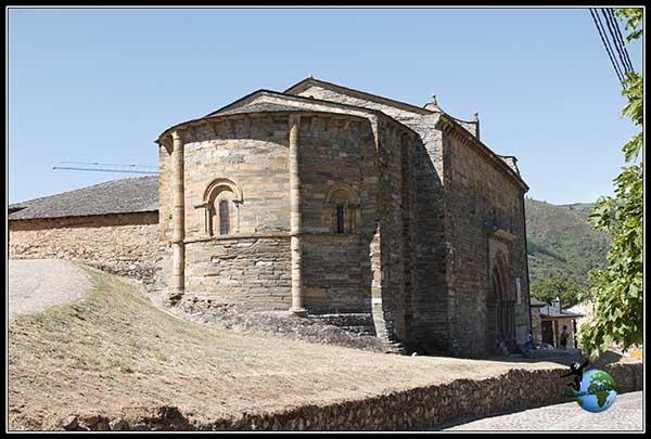 Parte trasera de la Iglesia de Santiago en Villafranca del Bierzo