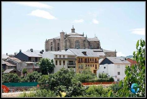 Vistas de la Colegiata de Santa María desde el barrio de los Tejedores