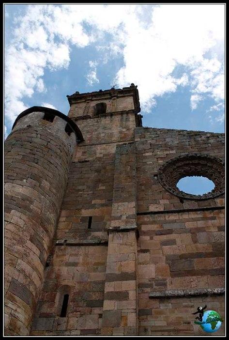 Campanario aún en funcionamiento del Monasterio de Santa Maria de Carracedo