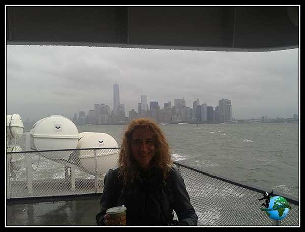Desayuno con vistas camino a Liberty Island, New York