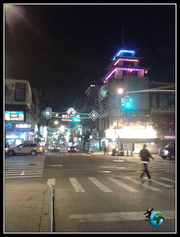 Volviendo de Chinatown en New York.