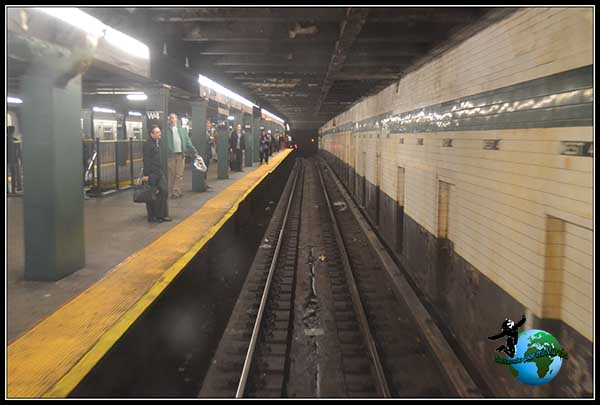 Entrañas del Metro de New York en un tren sin conductor.