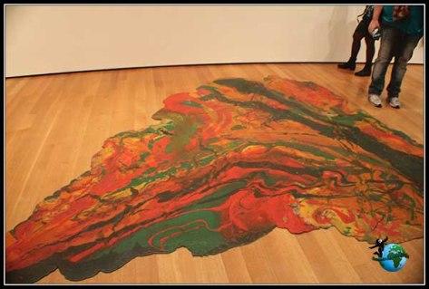 Obras de arte pintadas en el suelo en el Moma de New York