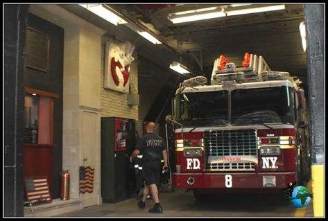 Bomberos reales trabajando en la estación de Cazafantasmas, en New York