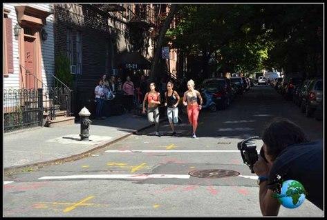En la calle nos encontramos que gravan un anuncio de Nike en New York.