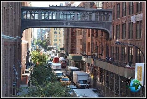 Comunicación entre edificios desde el High Line Elevated Park de New York.