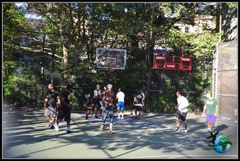 Partido callejero de baloncesto en New York.