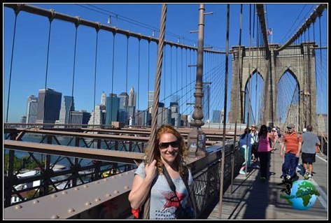 Paseando por el Puente de Brooklyn en New York.