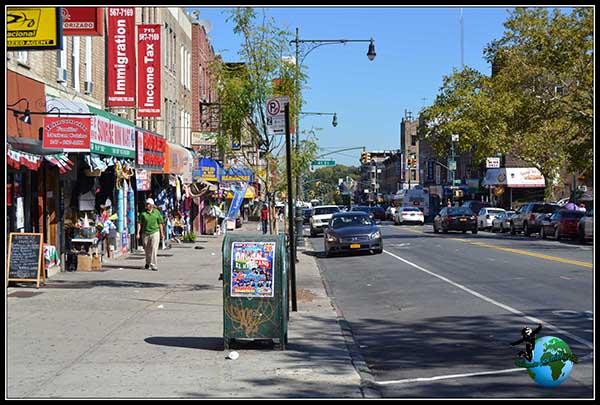 Agradable paseo por la 5 Avenida de Brooklyn. So solo tiene 5 Avenida Manhattan.