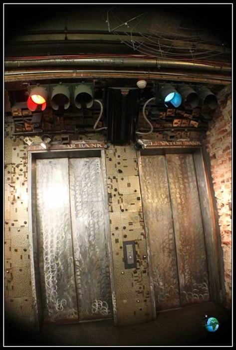 Detalle de los ascensores de Chelsea MArket en New York.