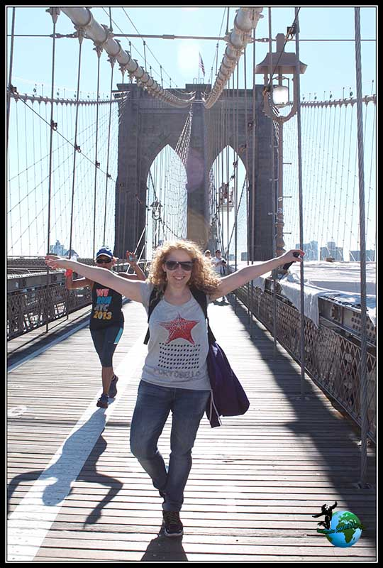 Recorriendo el Puente de Brooklyn en New York.
