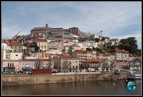 Vistas de la Coímbra desde el Río Mondego.