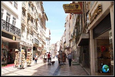 Calle Ferreiro Borges en el centro de Coímbra.