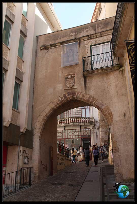 Arco da Almedina en Coimbra