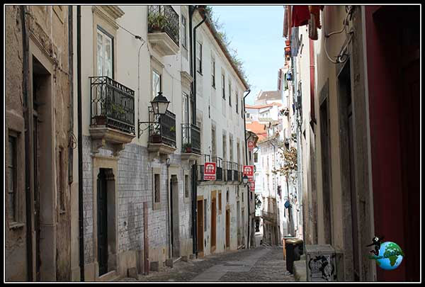 Callejuelas con encanto por Coímbra.