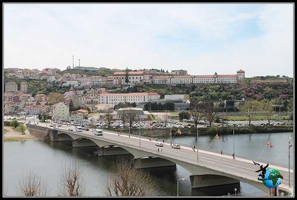 El otro lado del río Mondego a su paso por Coímbra.