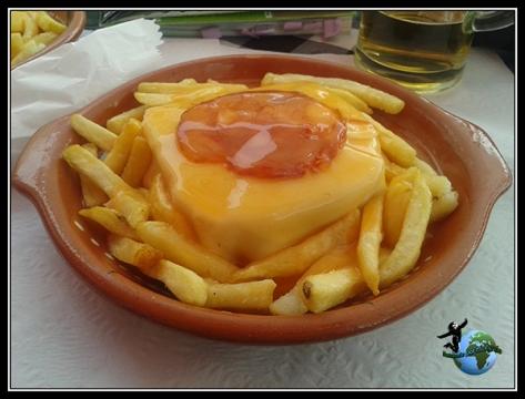 Probando la especialidad de Oporto, la Franceshina.
