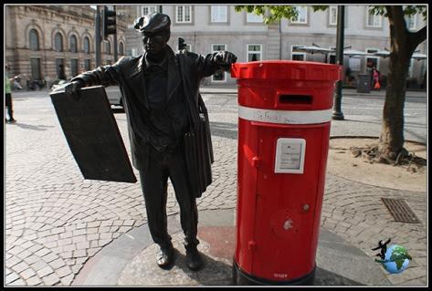 Llamativo buzón de correos en Oporto en la Praça da Liberdade.