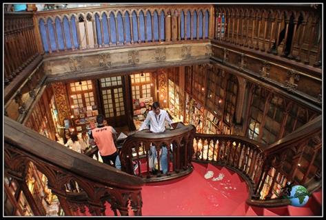Interior de la Librería Lello e Irmao de Oporto.
