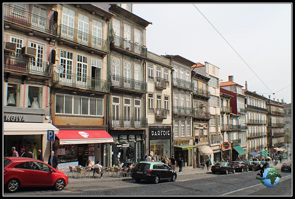 Paseando por Rua dos Clerigos en Oporto.