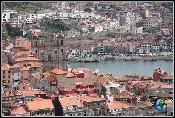 Vistas desde la Torre dos Clérigos en Oporto.