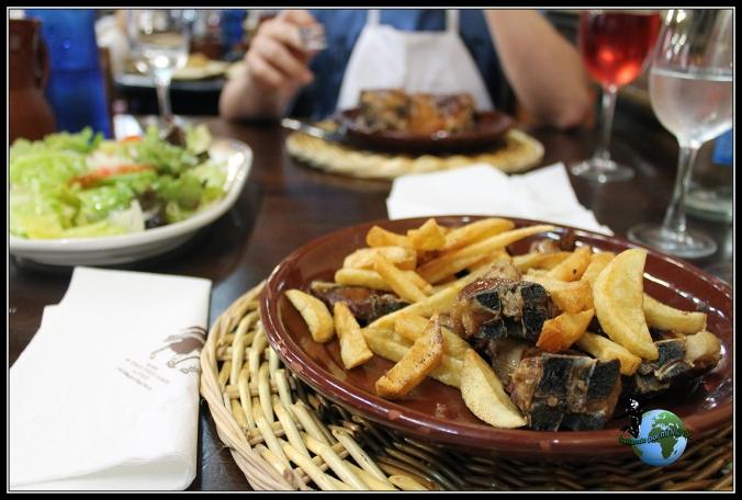 Comiendo en el Mesón de los Templarios en Villalcázar de Sirga.