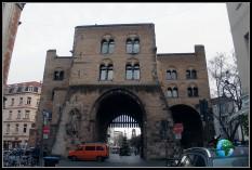 La puerta de Hahnen o Hahnentor en Colonia