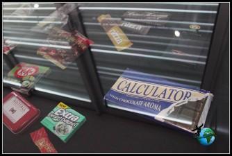 Exposición sobre diferentes productos en el Museo del chocolate de Lind en Colonia.