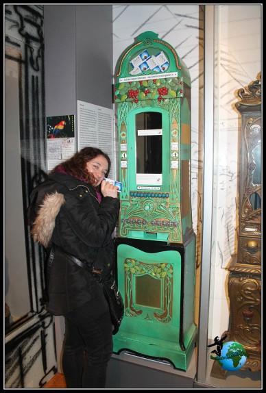 ChRecorriendo la exposición del interior del museo del chocolate de Lindt de colonia.colatina cuyo dinero va a destinado a una ONG... en el interior del museo del chocolate de Lindt de colonia.
