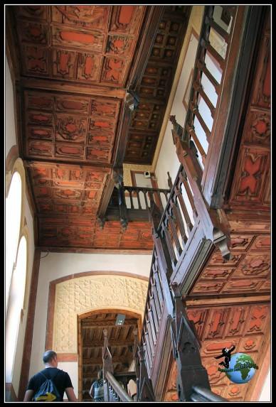 Escaleras de madera del Castillo de Belmonte