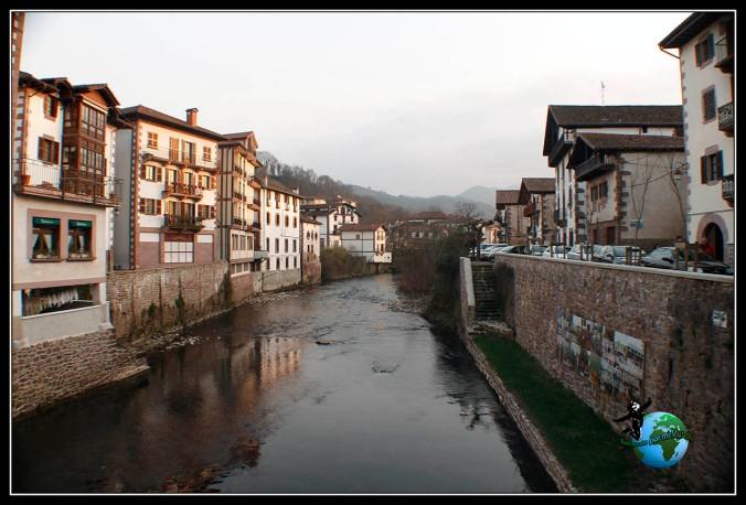 Recorriendo el bonito pueblo de Elizondo, Navarra