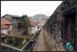 Parte de la vieja muralla de Sant Jean de Pied de Port, Francia.