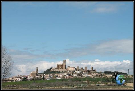 Artajona desde la carretera, Navarra