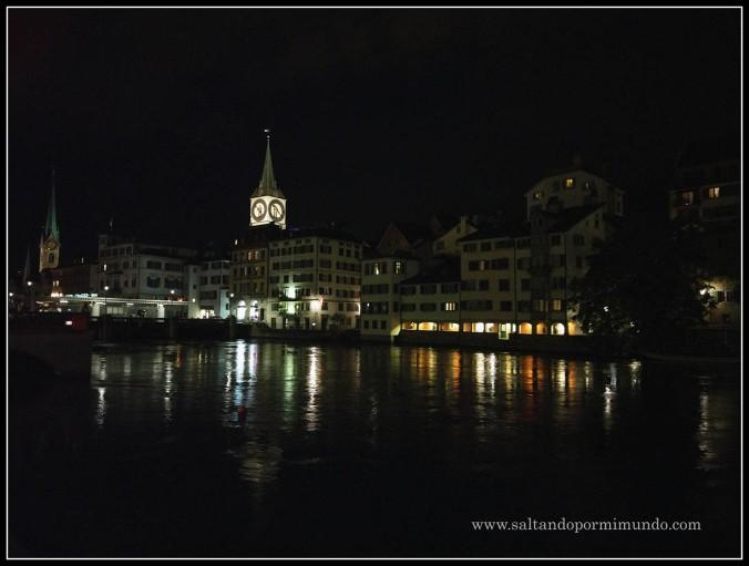 La preciosa Zurich de noche. ¿No es preciosa?