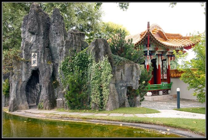 Entrada de piedra al Jardín Chino de Zurich. ¿Era aquí donde había que entrar con el pie derecho?