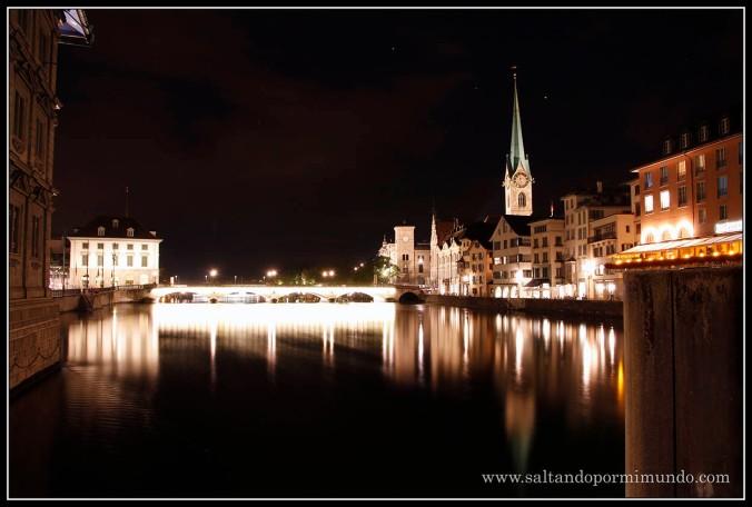 Recorriendo Zurich por la noche.