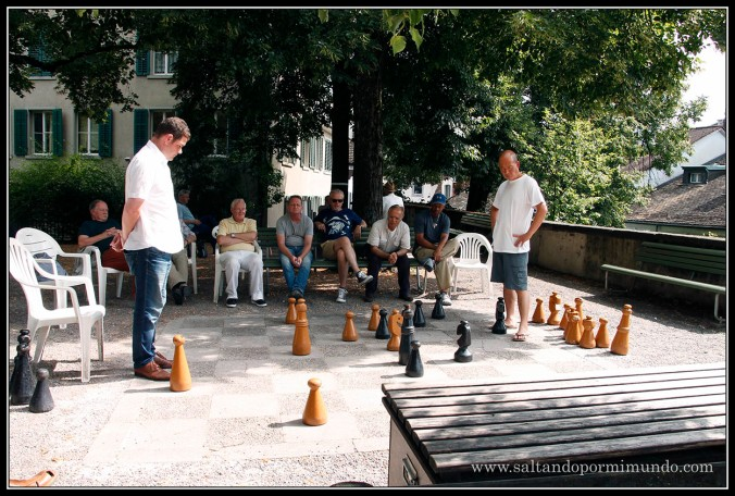 Jugando al ajedrez en Lindenhof, en Zurich