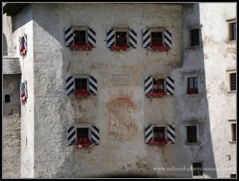 1503 - Ventanas del Castillo de Predjama dom25-9