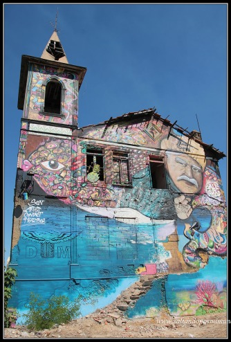 Iglesia abandonada.Street Art enOlhão , algarve, Portugal.