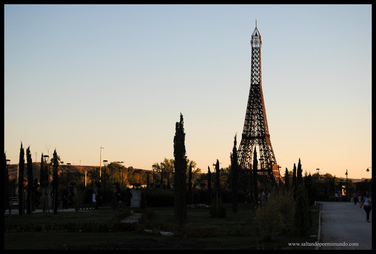Torre Eiffel en el Parque de Europa
