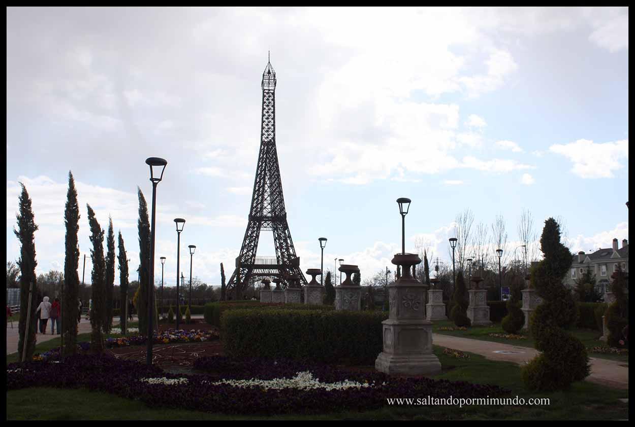 Torre Eiffel, en el Parque europa