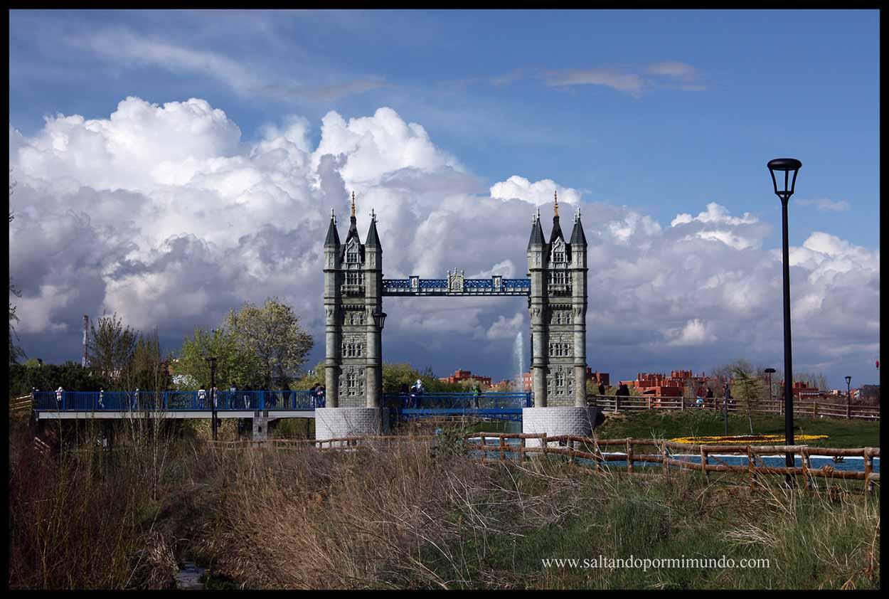 Puente de Londres del Parque Europa